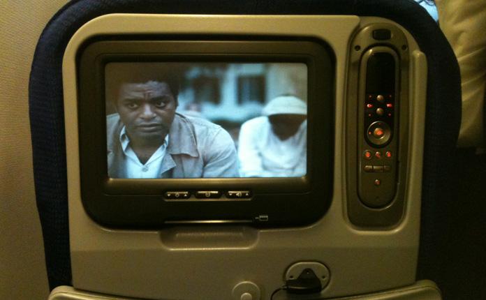 12 Anos de Escravidão no sistema de entretenimento. O filme ainda estava em cartaz.