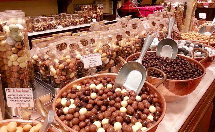 Uma das dezenas de chocolaterias ao redor da Grand Place