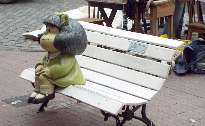 Mafalda, as pessoas fazem longas filas para uma foto com a personagem