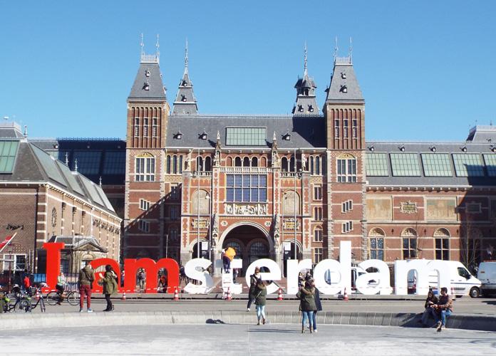 O letreiro famosão e o Rijksmuseum ao fundo.