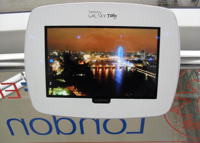 Um dos tablets para acesso a informações turísticas