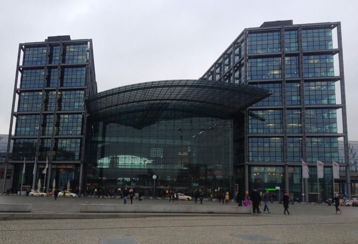 Berlin Hauptbahnhof, a modernosa estação central de trens.