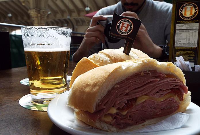 O tradicional sanduíche de mortadela do Mercadão