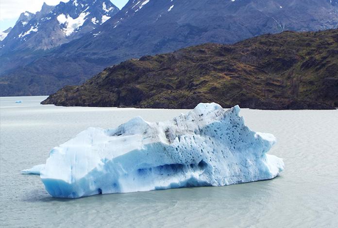 E um imenso iceberg que se separou da geleira
