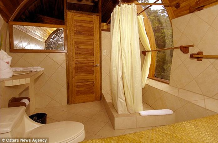 E olha o banheiro