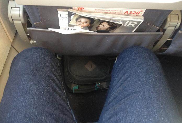 Espaço para as pernas, eu tenho 1.77m e foi bem apertadinho