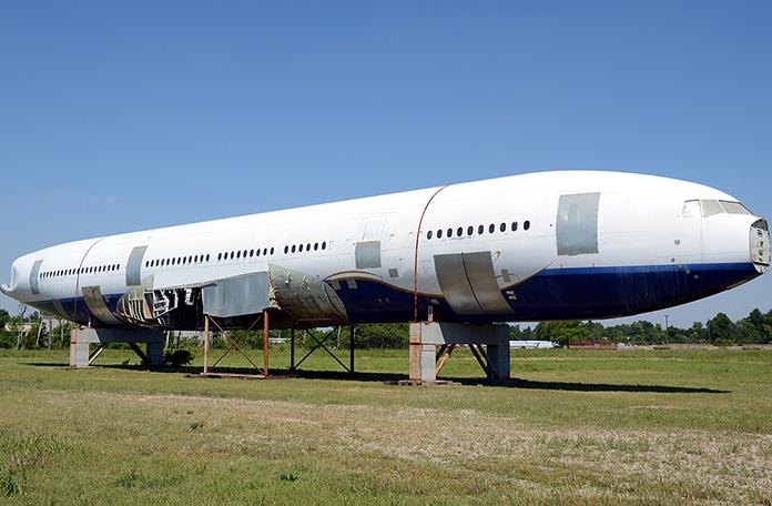 Boeing 777 ex-Varig desmontado (Foto: Bobby Allison - Airliners.net)