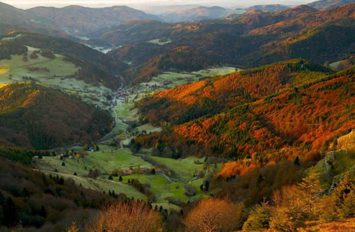 Montanhas, vales e pequenas vilas
