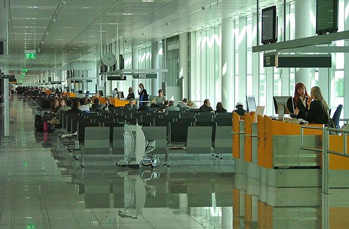 Chegando em Munique: sala de embarque doméstico do Terminal da Lufthansa