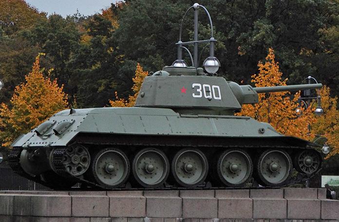 Um dos tanques soviéticos que invadiram Berlim