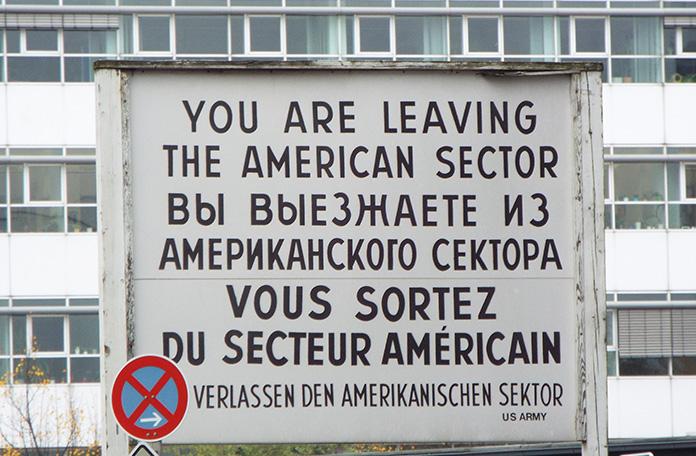 Placa que alertava quem deixava o setor americano