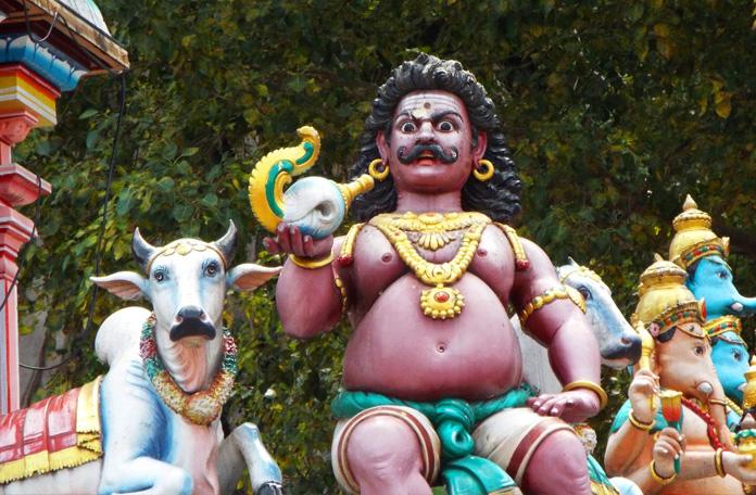 Uma das muitas estátuas dos templos