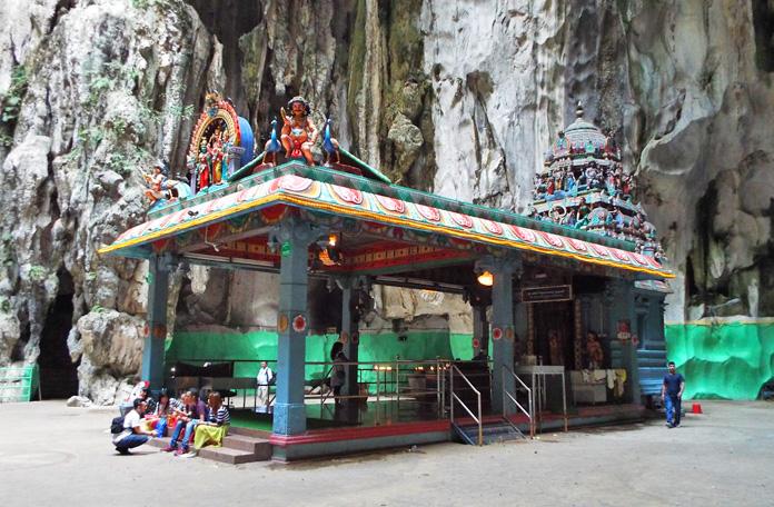 E mais um templo
