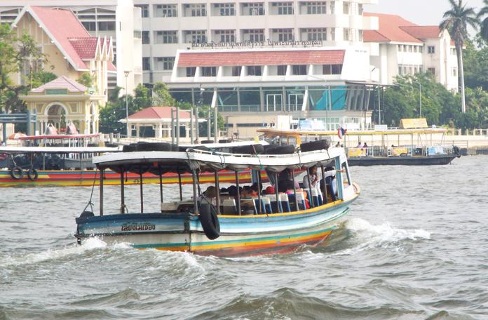 De barco pelo Rio Chao Phraya
