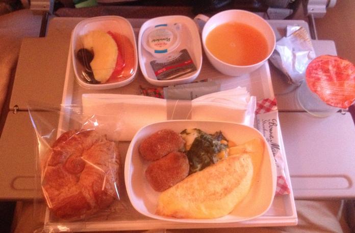 Café da manhã do voo Dubai x Bangkok