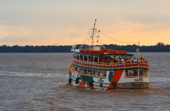 Passeios fluviais em Belém: Orla ao entardecer