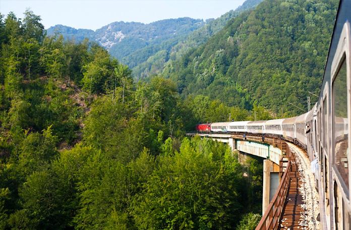10 viagens de trem: Belgrado a Bar na Sérvia e Montenegro