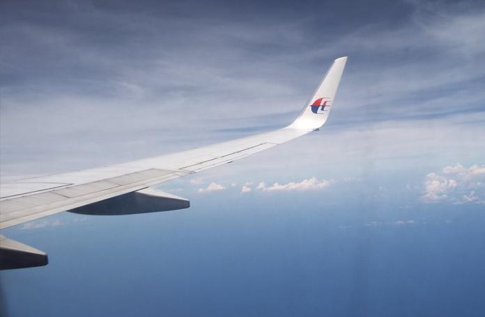 Voo sobre o mar da Tailândia