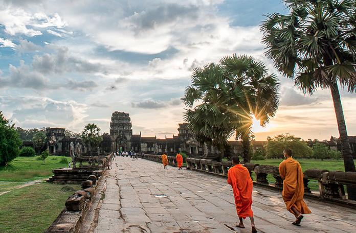 Os monges nunca abandonaram Angkot, mas não é como no filme