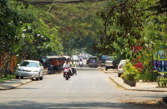 Rua típica do Camboja