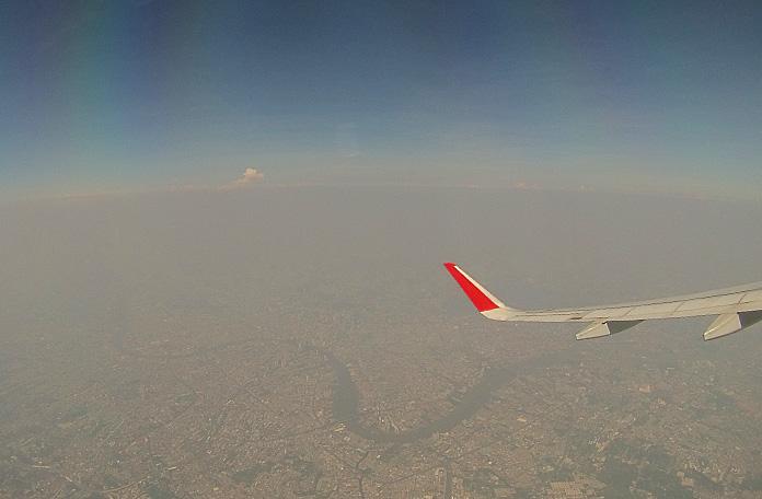 Sobrevoando Bangkok na decolagem.