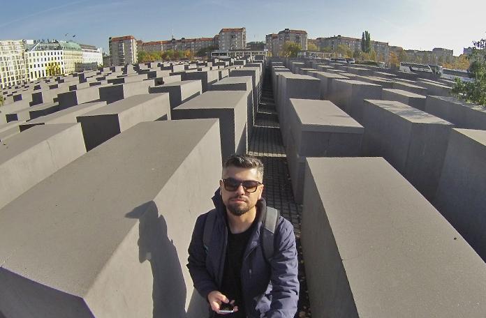 O Bunker do Hitler ficava lá no fundo, em frente a aqueles prédios