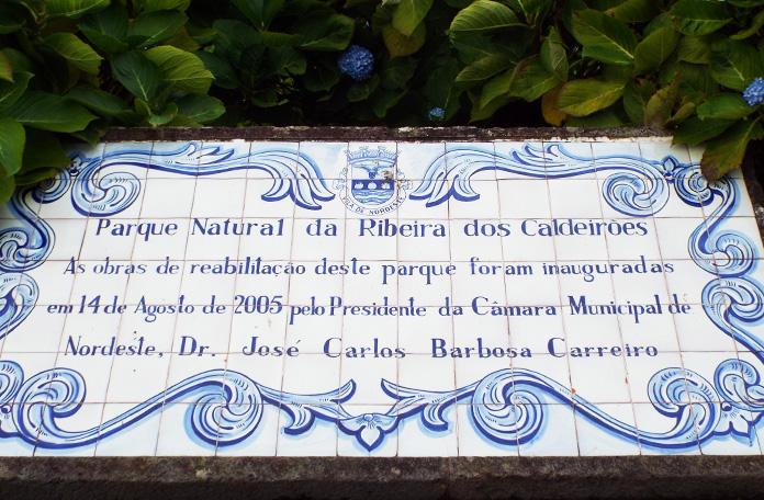 Uma curiosidade: nos Açores, todas as placas com lugares de interesse são feitas de azulejos portugueses.