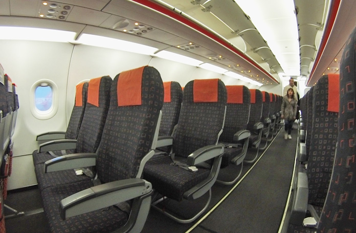 Interior do A320 da Easyjet