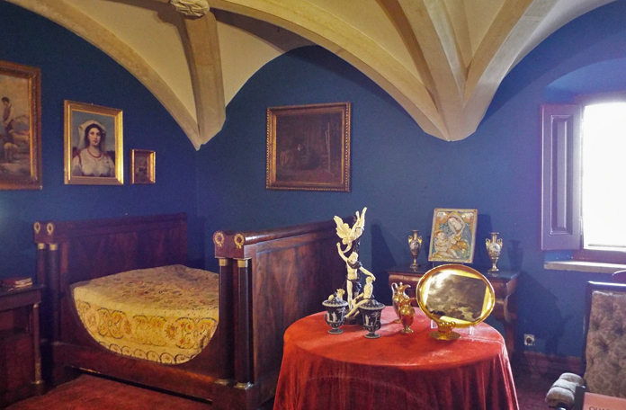Quarto do rei: olha como a cama era pequena