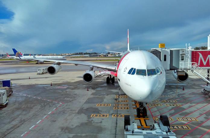 A340 da TAP no gate em Lisboa