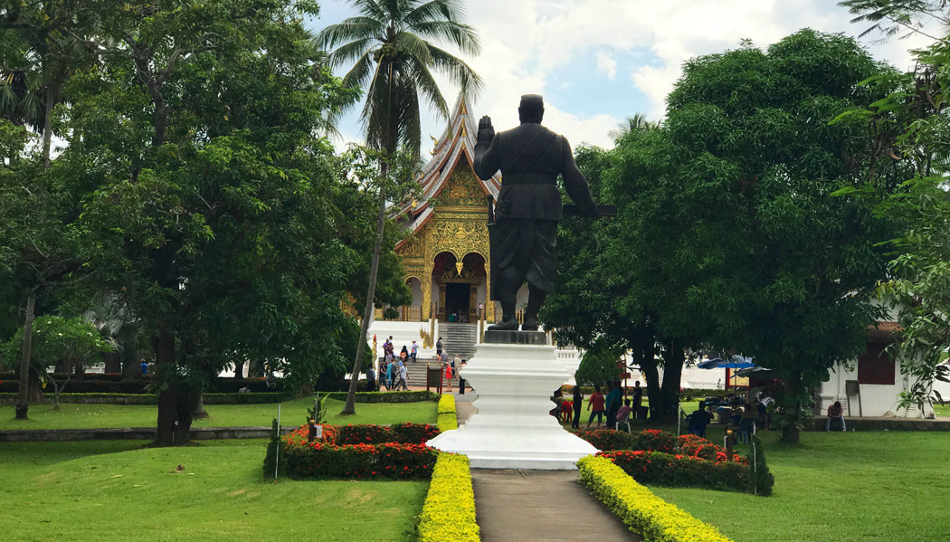 Jardins do Palácio Real, onde fica o Museu Nacional e Prabang Temple