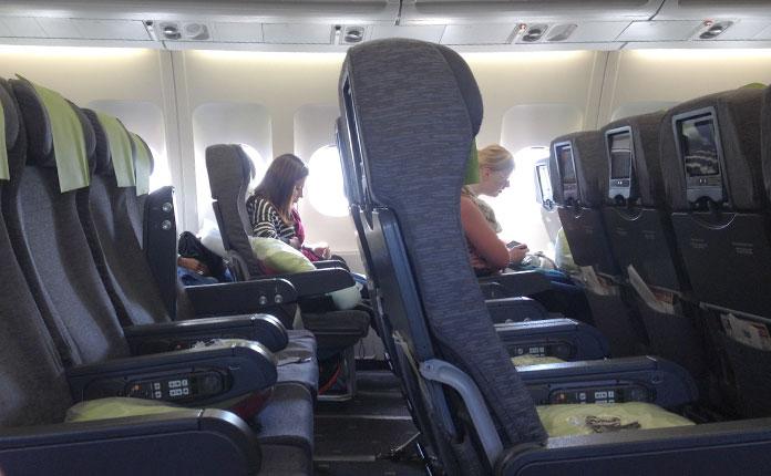 Bom espaço entre as poltronas e vôo bem vazio.