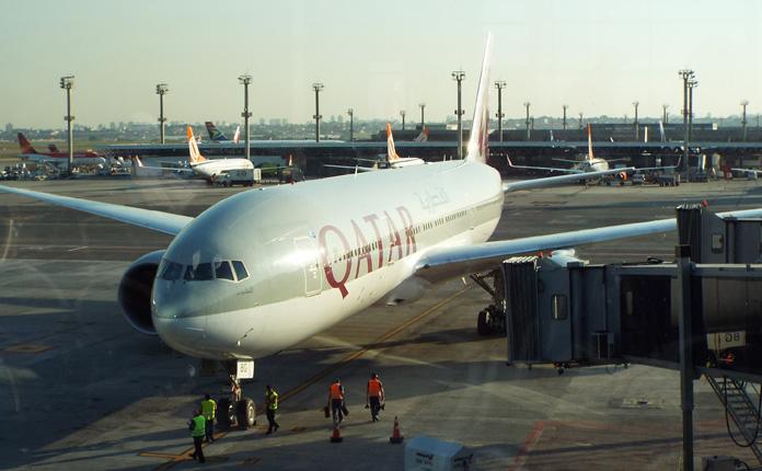 A aeronave chega de Doha no fim da tarde