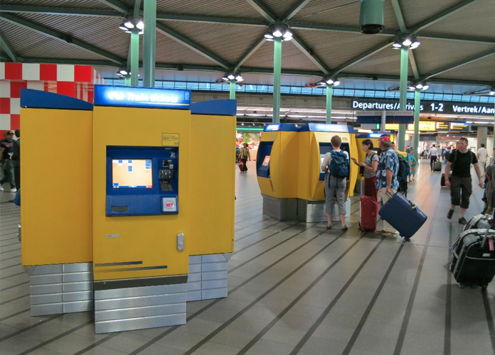 Máquinas que vendem os bilhetes para o trem