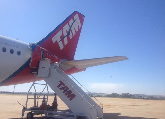 A operação é muito rápida, o avião fica cerca de 20 minutos em solo.
