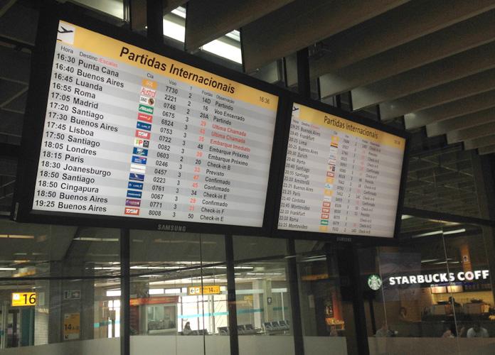 Painel do T2 do Aeroporto de Guarulhos. SKY 603 às 17h50.