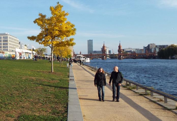 Passear na margem do Rio Spree