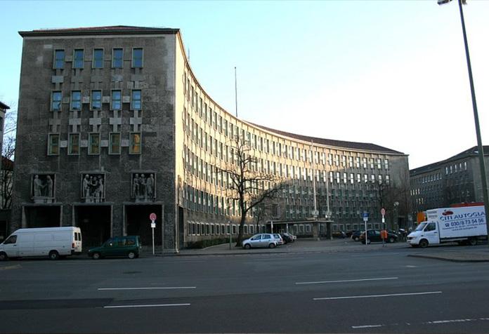 Roteiro de Berlim da Segunda Guerra: Um dos prédios curvos da Fehrbelliner Platz