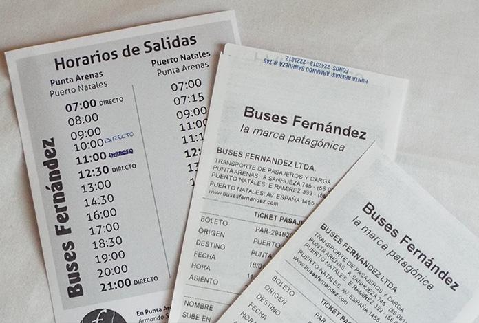 Passagens e o folheto com horários