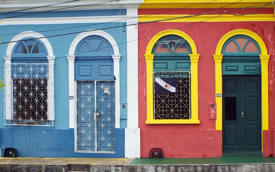 Casas simples de cores alegres