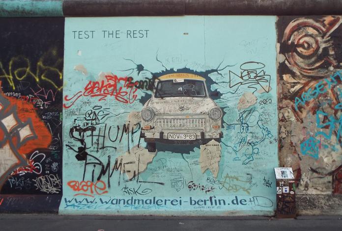 Test the rest com um Trabant Muro de Berlim