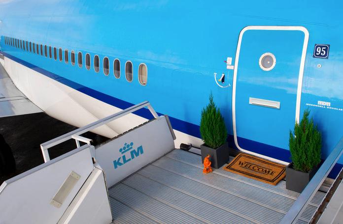 Durma em um avião via Airbnb