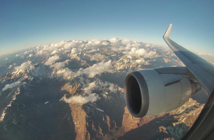 Vôo da LAN sobrevoando os Andes