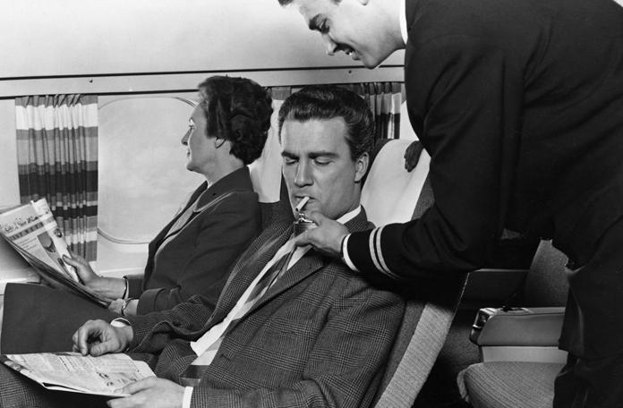 Como era voar antigamente: fumava a bordo