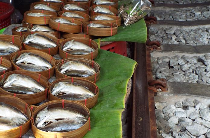 O peixe já sai praticamente cozido