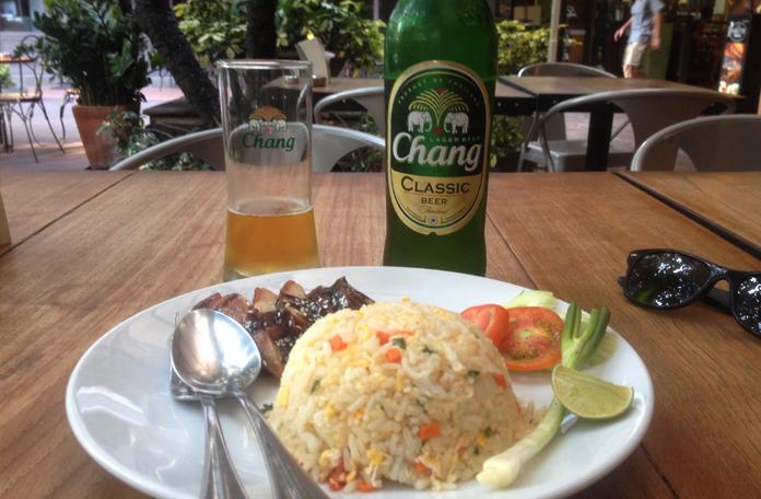 Fried rice with chicken e uma bela Chang
