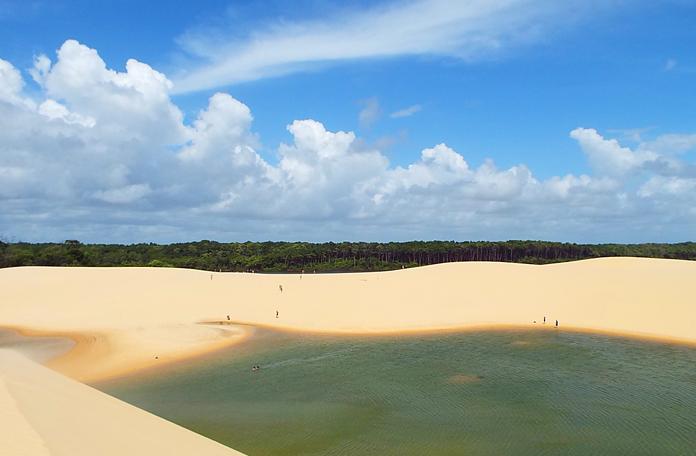 Em um único lugar a gente encontra mata, dunas, lagos, rio e mar
