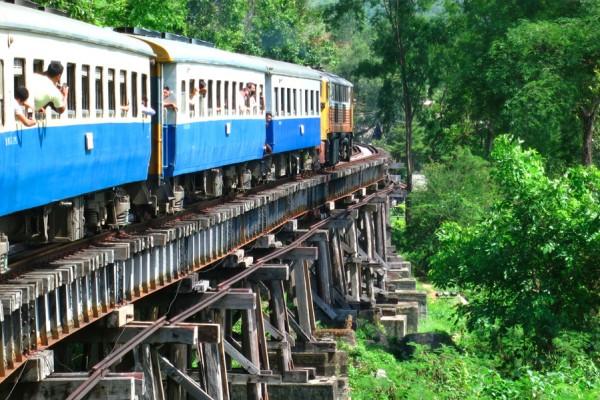Ferrovia da morte de Mianmar é seguro viajar para Mianmar