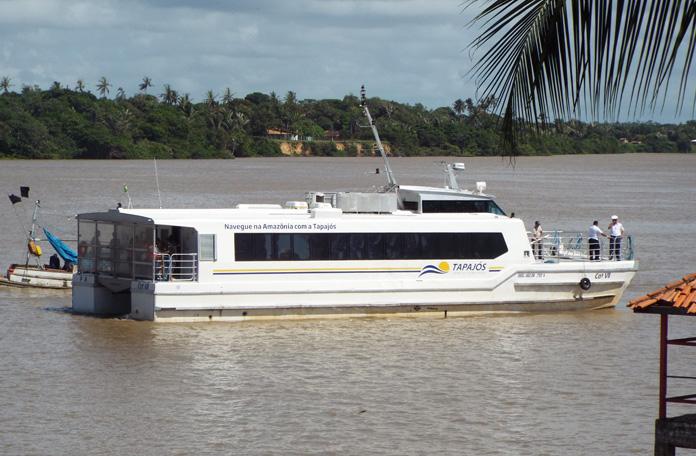 Lancha que vai de Belém a Ilha do Marajó