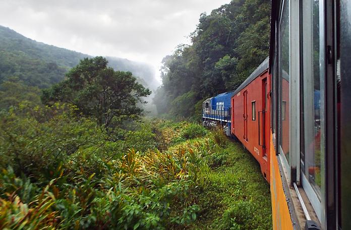 Trem se aproximando do Cânion Ipiranga
